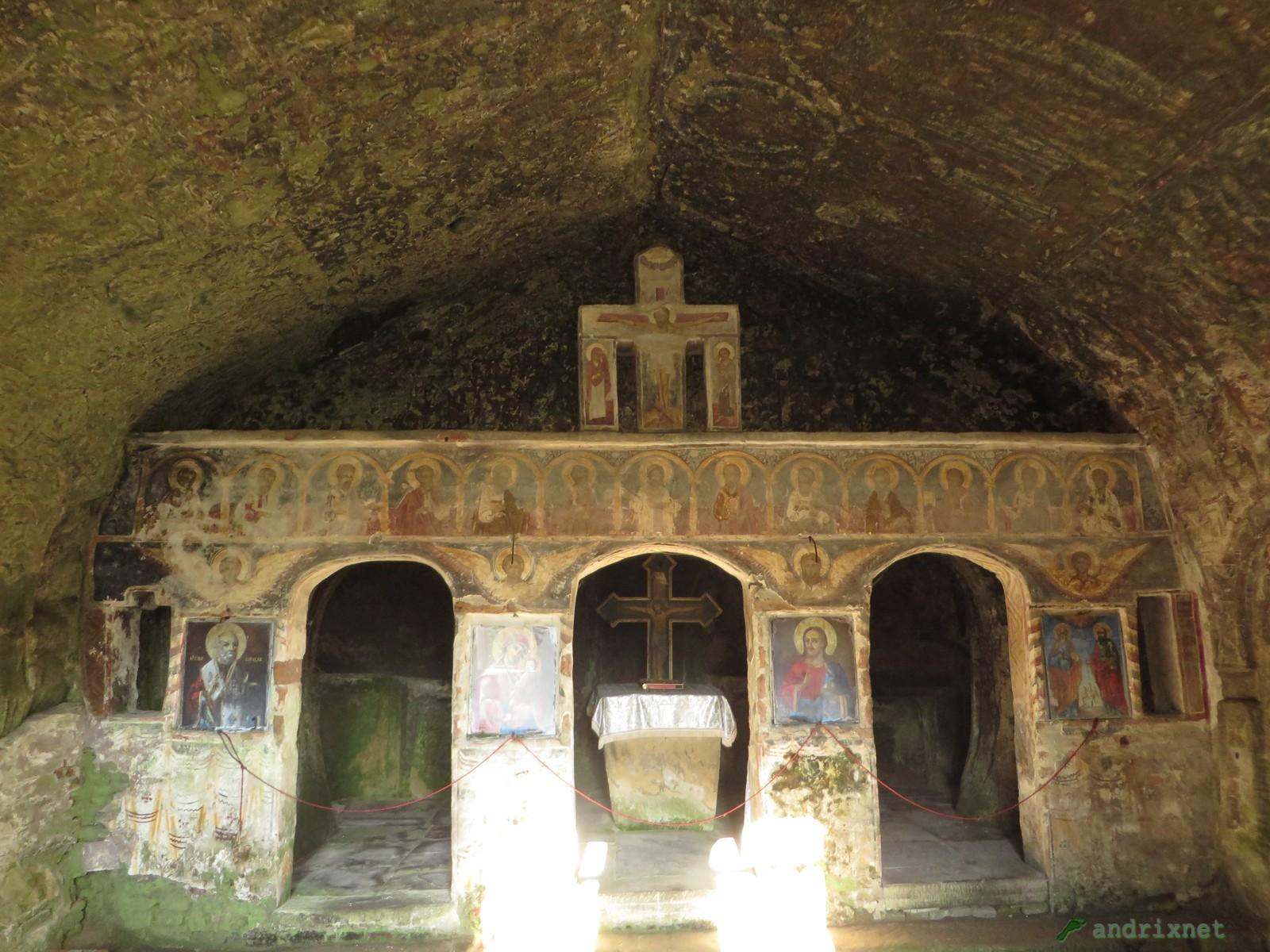 Corbii de piatră -altare